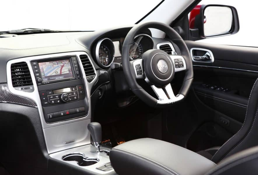 2013 jeep cherokee srt8 an unstoppable suv. Black Bedroom Furniture Sets. Home Design Ideas