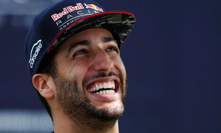 Ricciardo splits with Red Bull