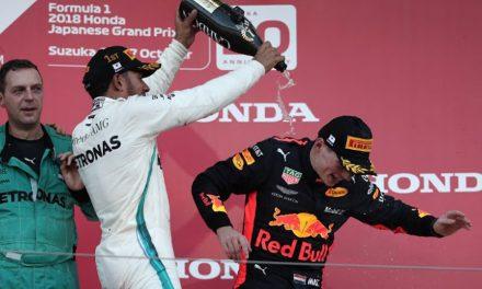 Bored Hamilton cruises to easy victory