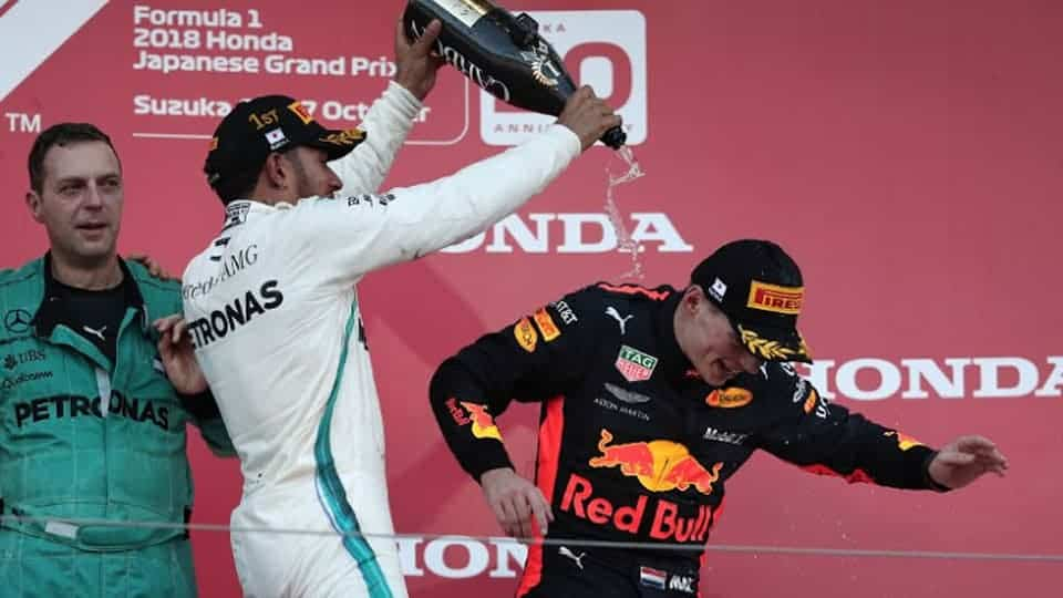 Bored Hamilton cruises to easy victory