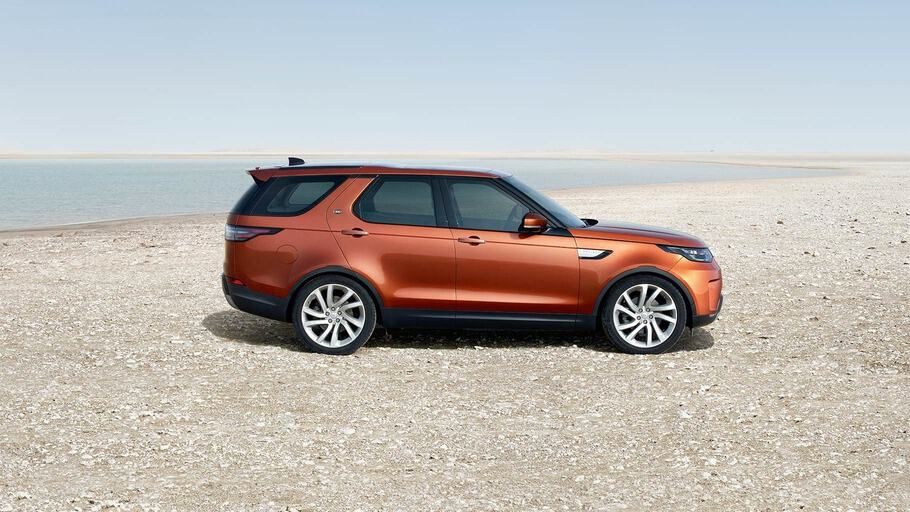 2019-land-rover-discovery-gallery-2