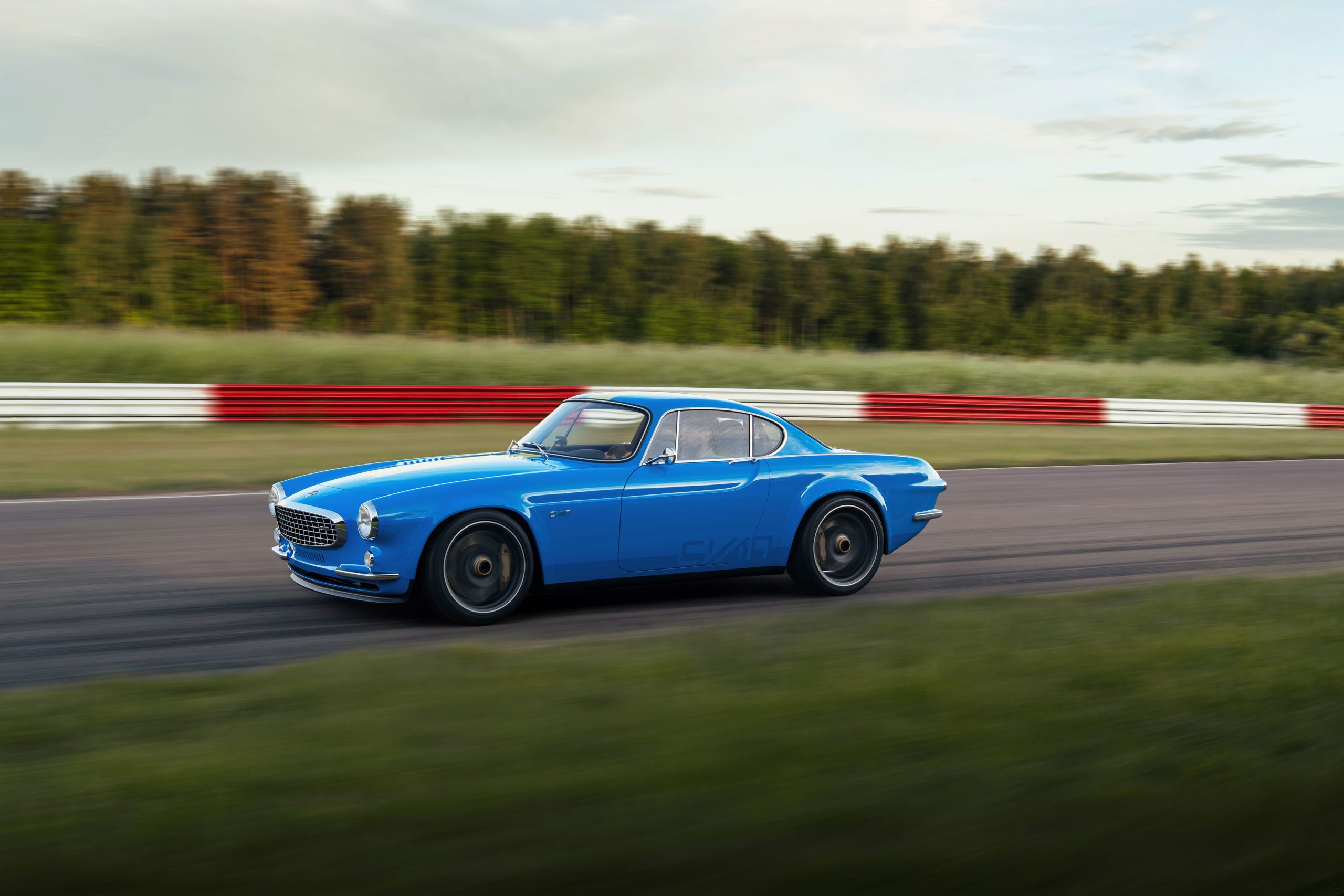 Volvo P1800 Cyan on the track